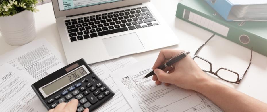 Kalkulator idługopis wdłoni